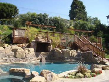 HOW TO UPGRADE YOUR POOL THIS SUMMER